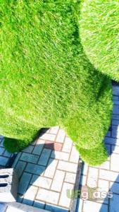 Мишки топиарий из искусственной ландшафтной травы